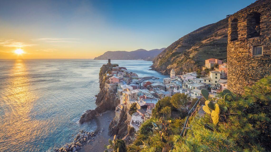 Amalfin rannikko ja Amalfi Coast Road Italiassa